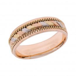 Обручальное кольцо с декоративной обработкой